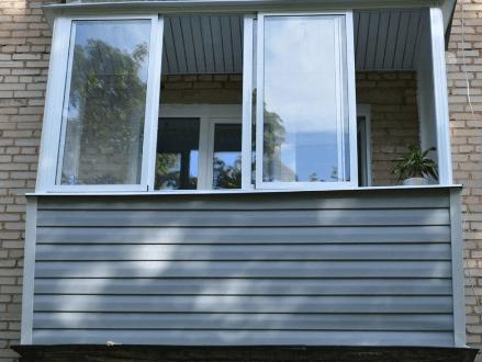 Классическое остекление балкона Provedal