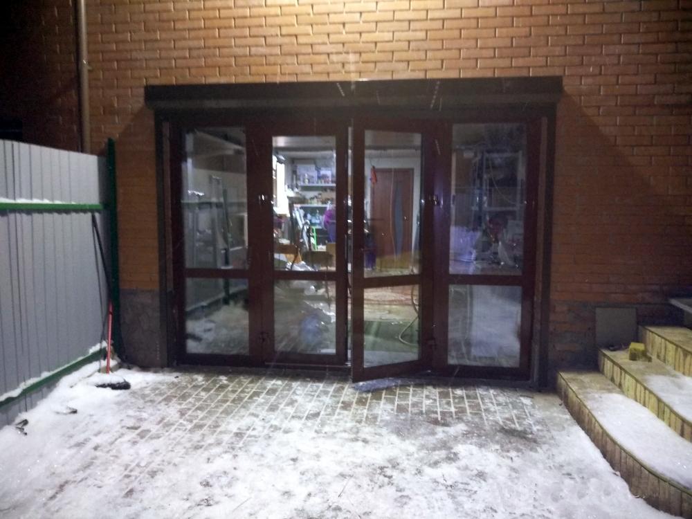 Уличная алюминиевая дверь