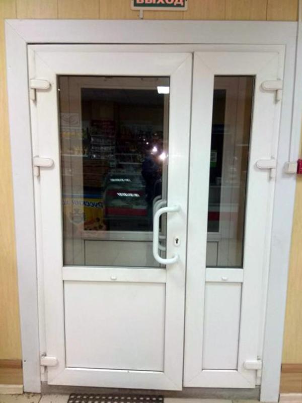 двупольные двери