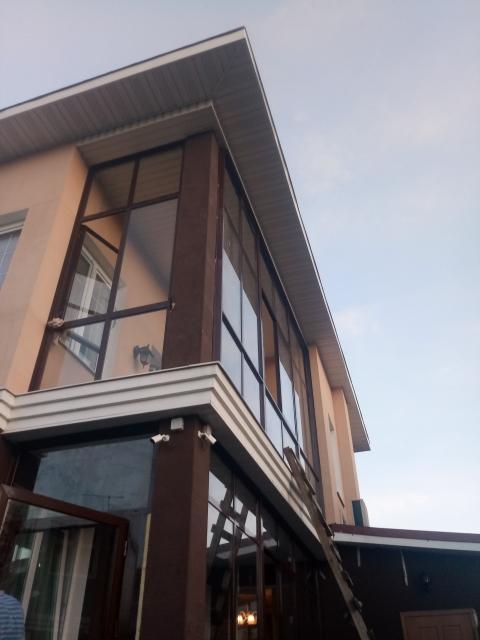 холодное остекление балкона коттеджа